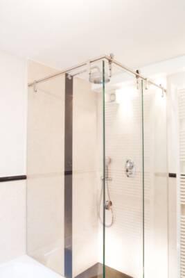 maniglie-e-pomoli-per-box-doccia-in-vetro